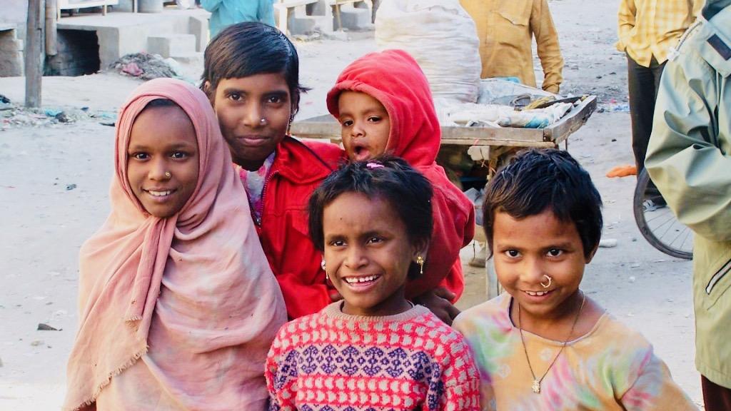 bezdomnye-deti-indii-kak-im-pomoch-post
