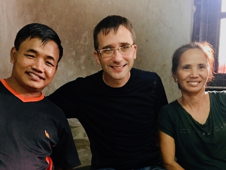 Во время школы Бог сверхъестественно исцелил нашего переводчика с бирманского