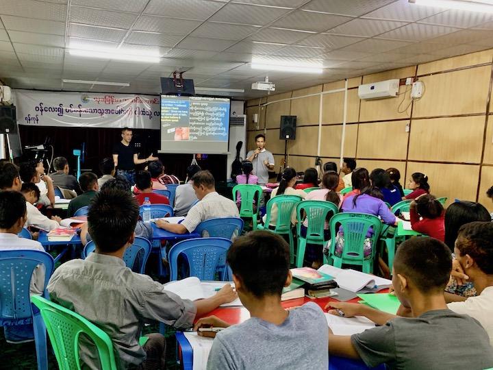 Обучение новых служителей в Мьянме